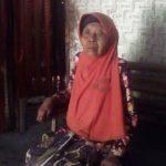 Rumisah Hidup Sebatang Kara di Rumah Bilik Berdinding Bambu
