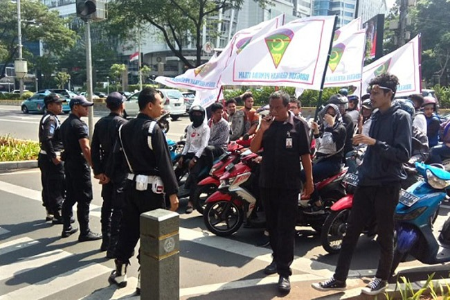 Massa Aksi Bela Rakyat Gorontalo Utara Tuntun PT Toba Bara Pulangkan TKA China