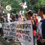 PMAK Gelar Aksi Minta Bupati Kepulauan Sula Hendrata Thes Ditangkap