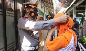 Polres Kebumen Jajaran Secara Masif Bagikan Ribuan Masker